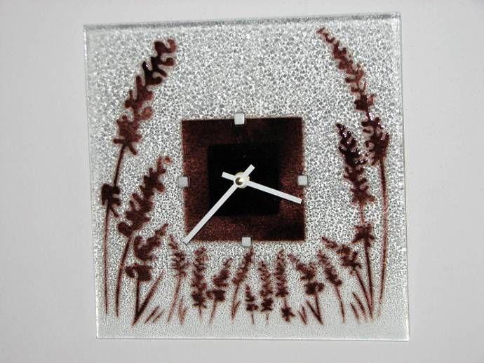 autorské hodiny Čtvercové fusingové skleněné nástěnné hodiny s motivem klasů české ruční výroby 150858