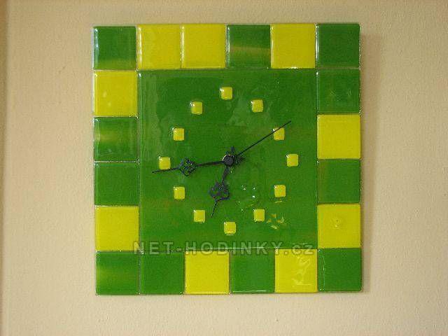 autorské hodiny Čtvercové fusingové skleněné nástěnné hodiny zelená - žlutá 150844