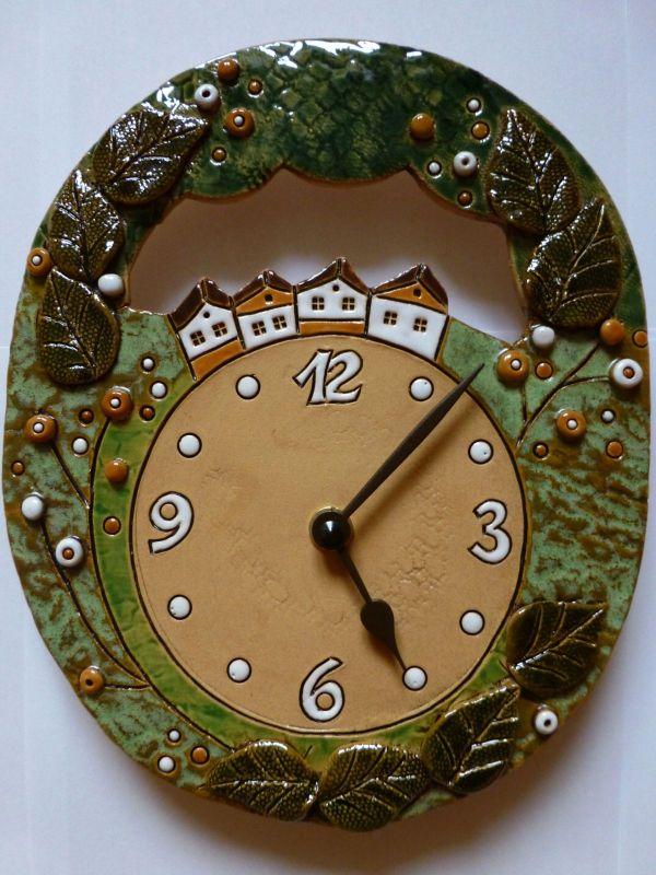 autorské hodiny Keramické nástěnné hodiny ovál - domečky 157930 keramické hodiny domečky 2