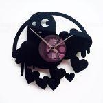 Designové nástěnné hodiny Discoclock 061 Strašidlo lásky 30cm 163479