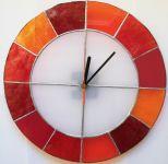 Skleněné hodiny na zeď kulaté hodiny vitráže červená autorské hodiny Hodiny