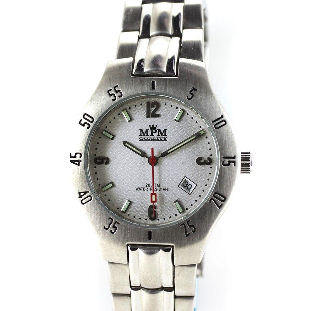 Sportovní hodinky s ukazatelem datumu a reliéfním číselníkem..0317 170702 Hodiny