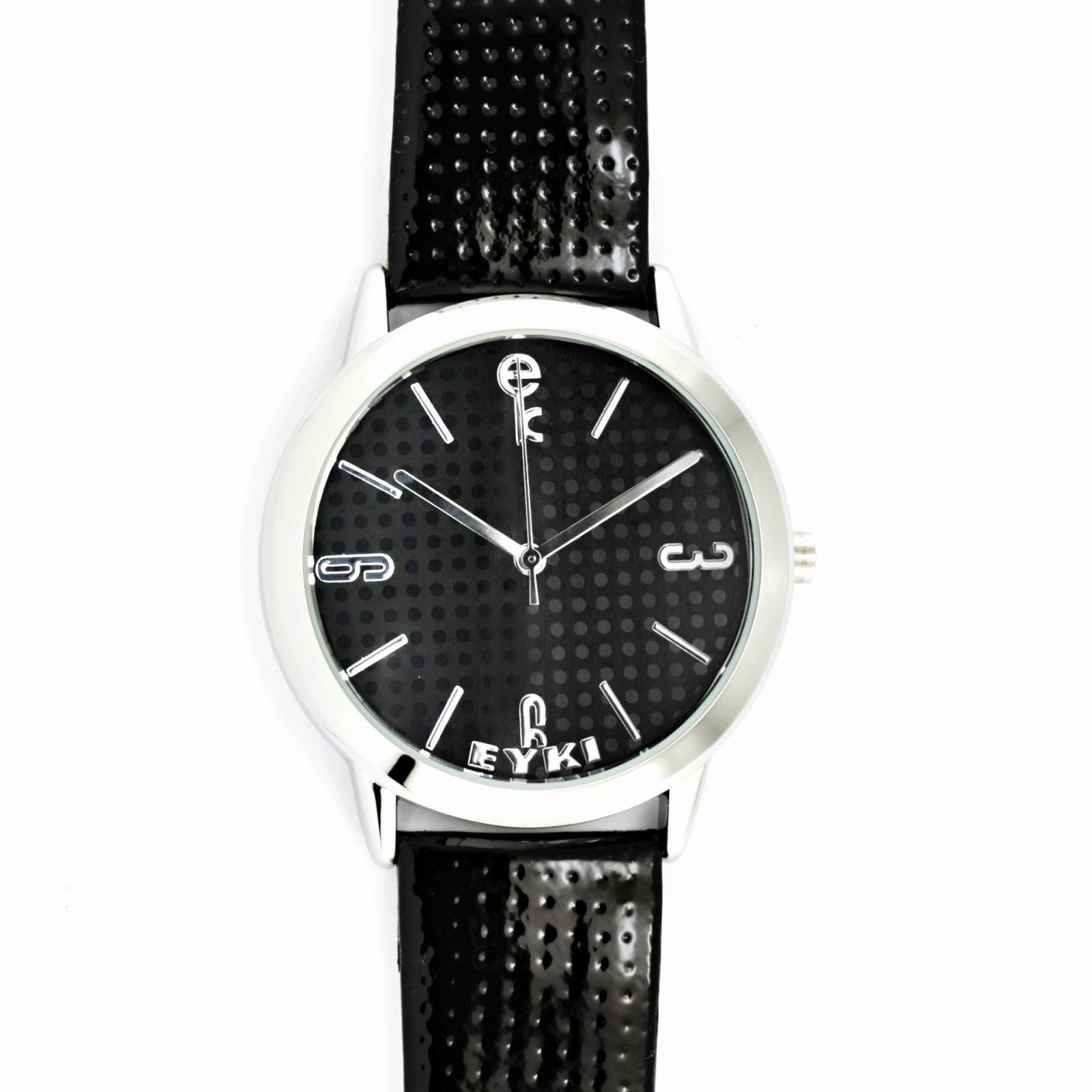 Moderní hodinky s lesklým koženým řemínkem a elegantním číselníkem..0552 170855 Hodiny